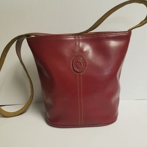 Burgundy mondani shoulder bag snap to close